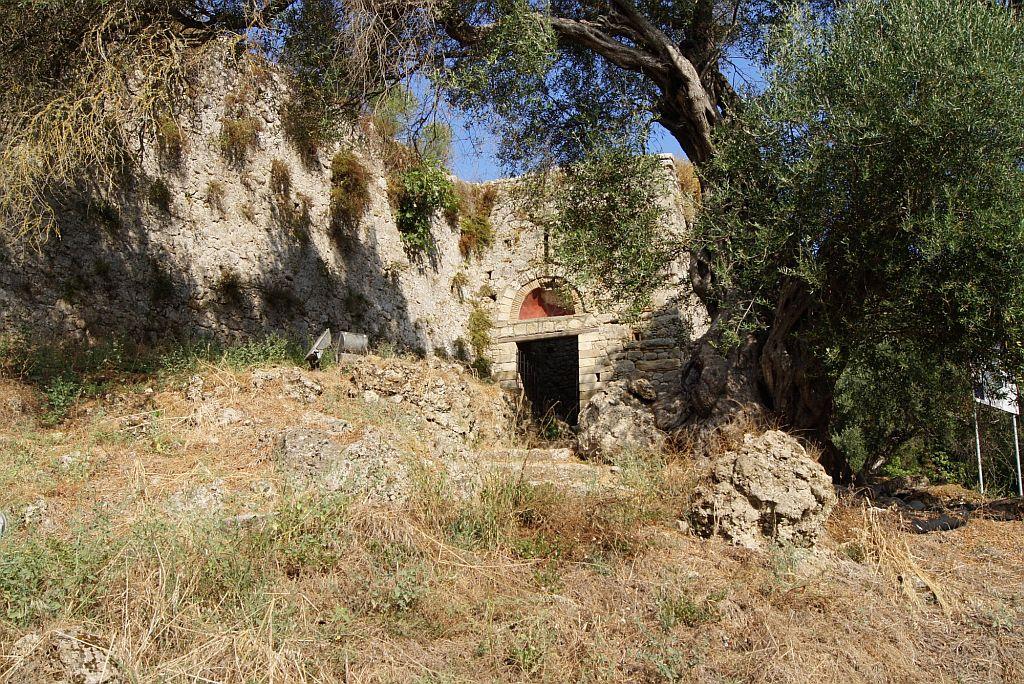 Средневековая крепость Гардики
