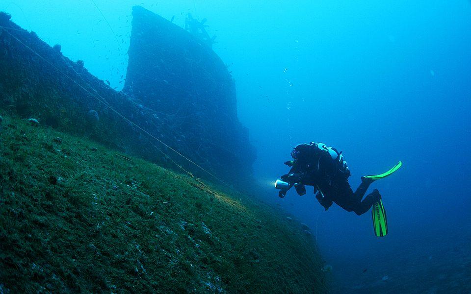 """Отдых в Греции: дайвинг – британская подводная лодка """"Персей""""."""