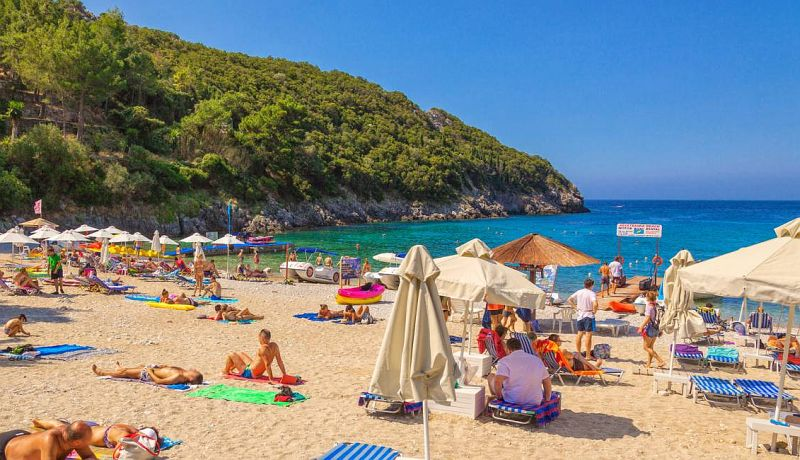 Пляж Агия Триада Бич