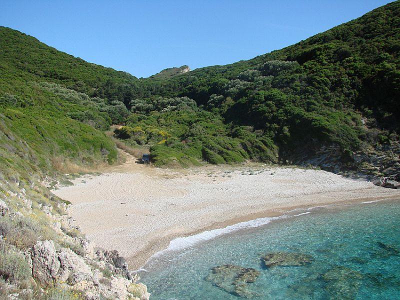 Пляж Линиодорос
